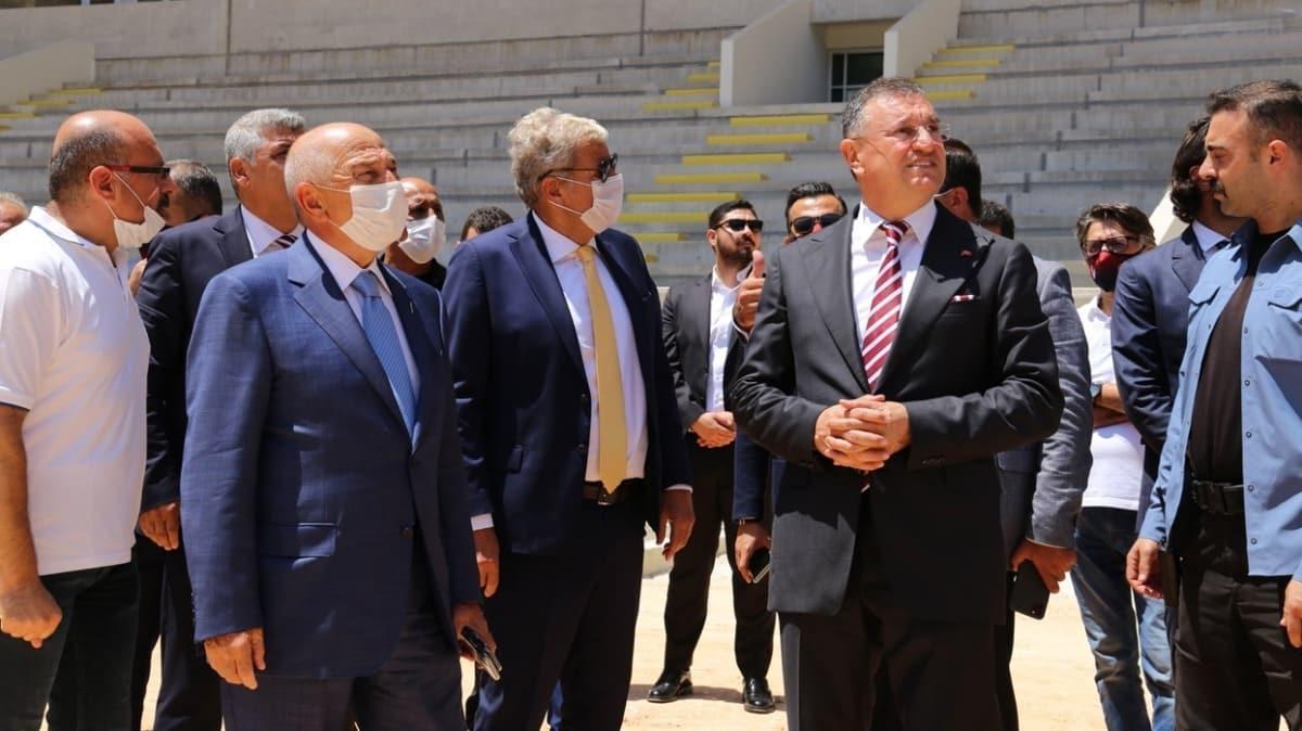 Nihat Özdemir, Hatay'da tamamlanmak üzere olan stadı gezdi