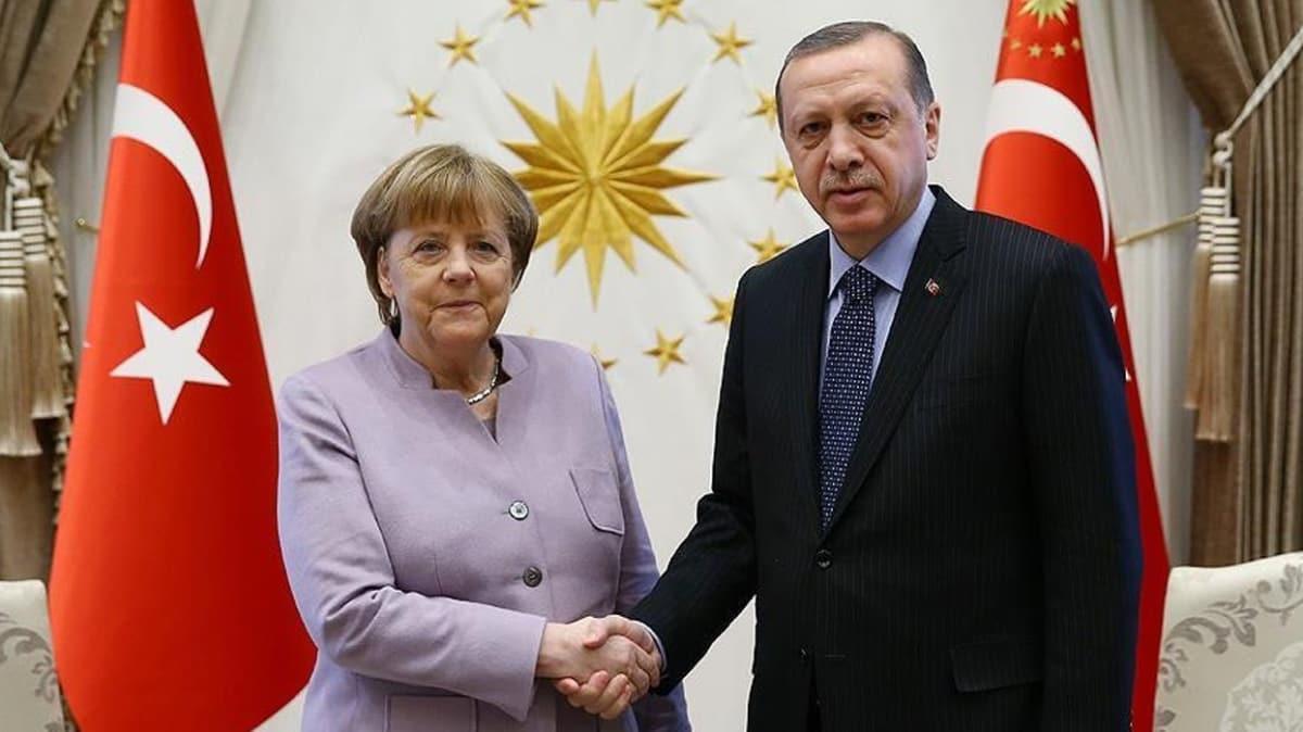 Başkan Erdoğan, Almanya Başbakanı Merkel ile telefonda görüştü