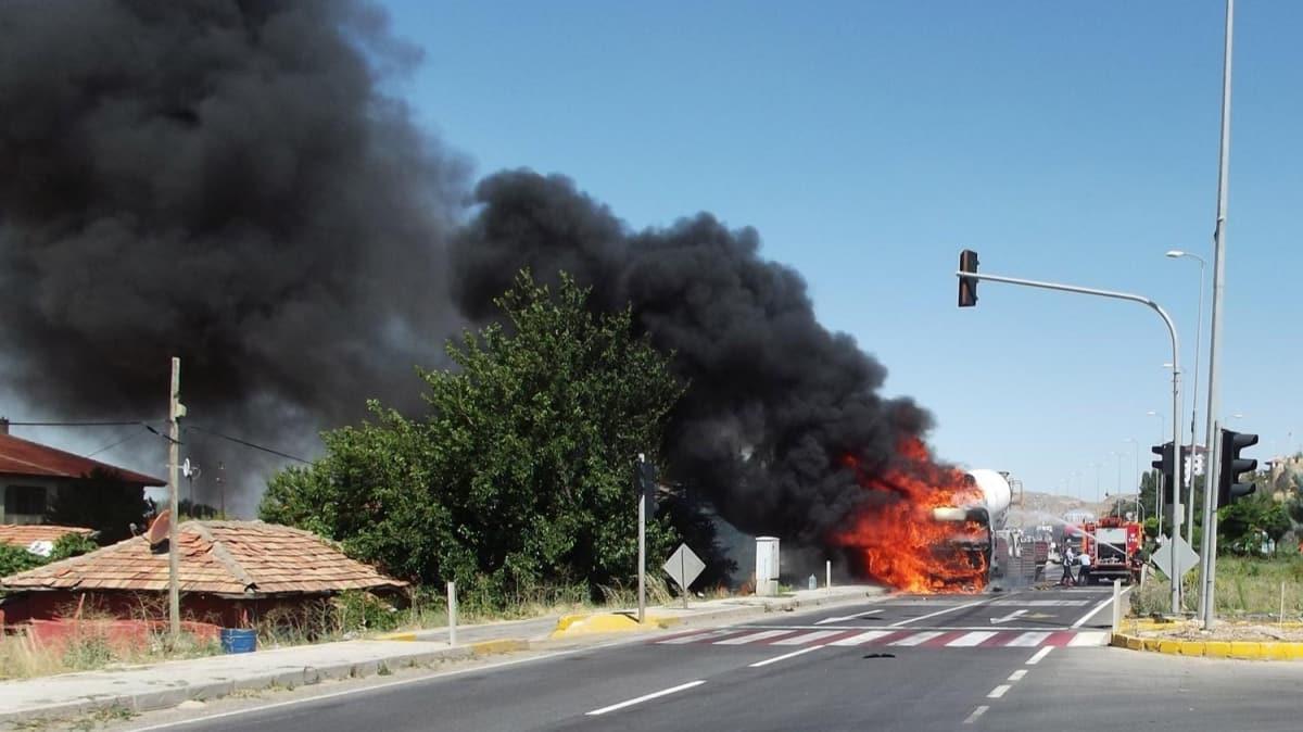 Ankara'da kaza: Beton mikseri yüklü TIR yandı