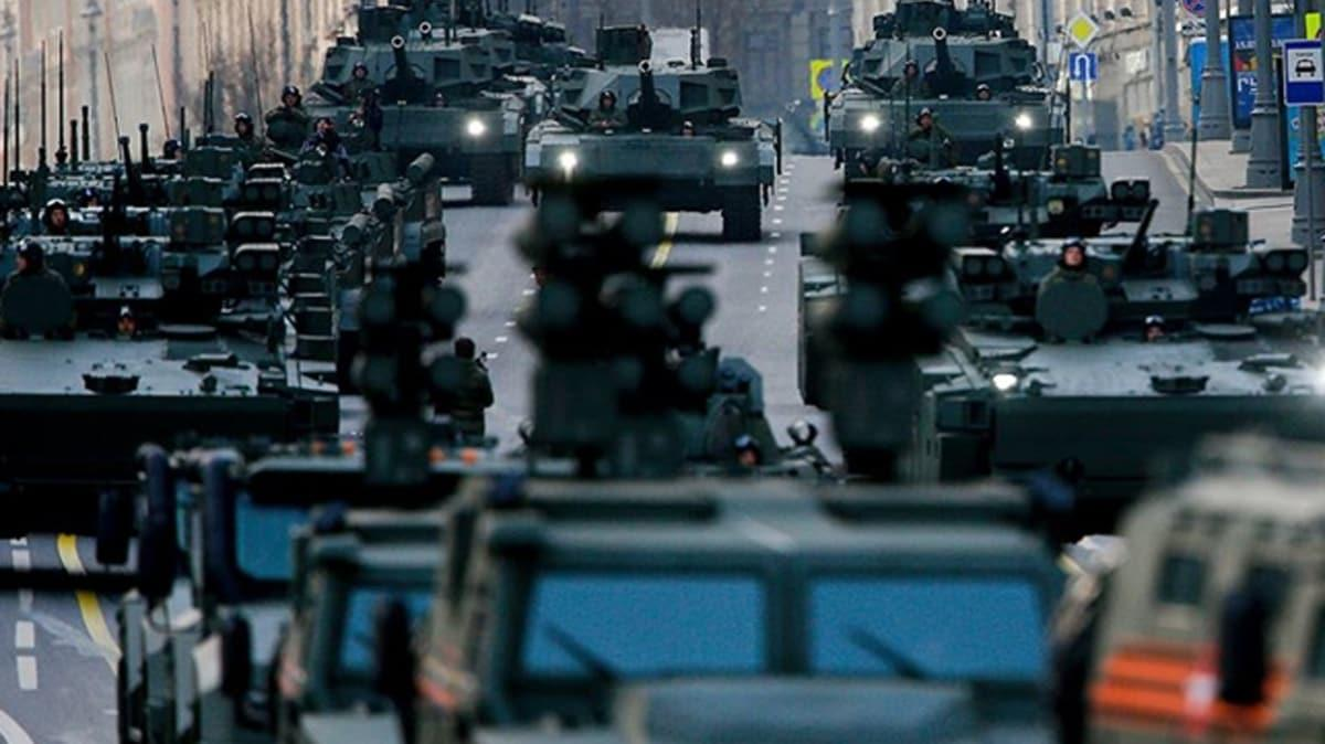 """150 bin asker, 400 uçak ve 100'den fazla gemi... Rusya'dan """"Savaşa hazırız"""" mesajı"""