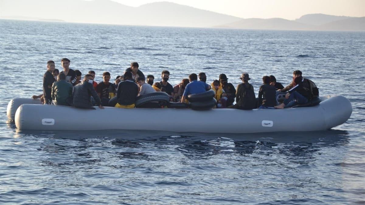 Yunanistan'ın ölüme terk ettiği 82 göçmeni, Türk Sahil Güvenlik ekipleri kurtardı