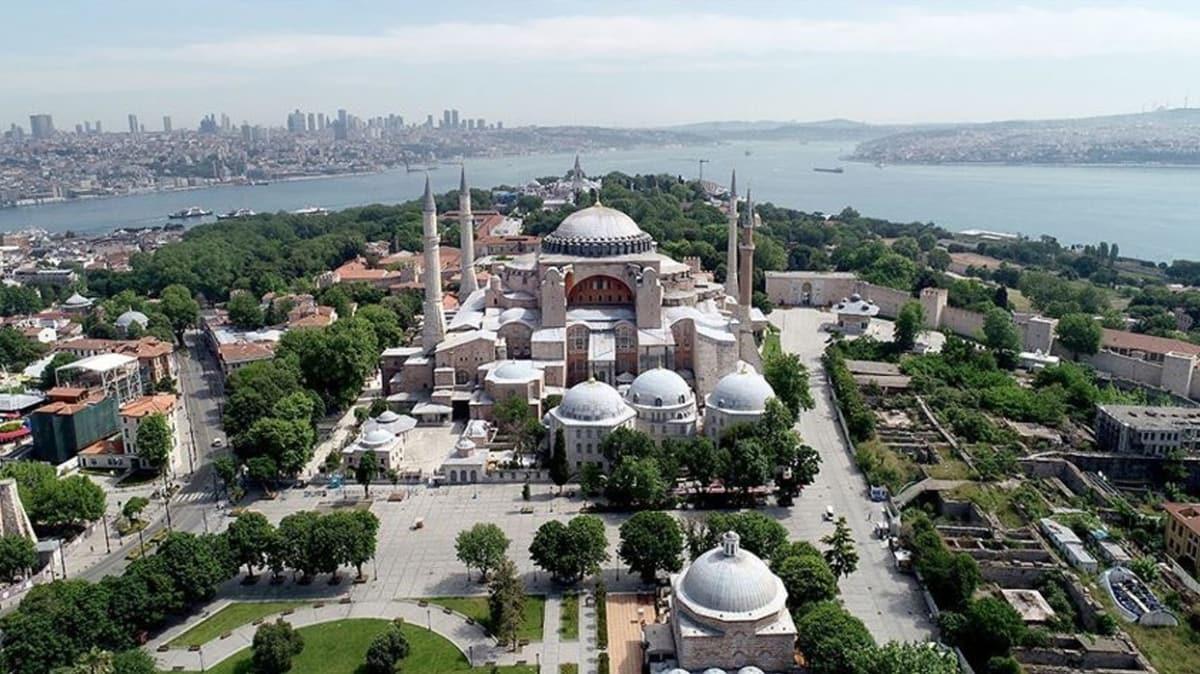 Ayasofya Camisi'ni ziyaret edecek vatandaşlar için 21 cami sabaha kadar açık olacak