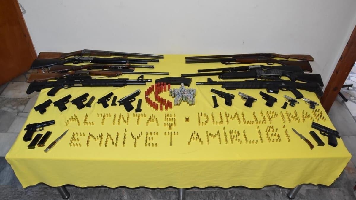 Kütahya'da 12 adrese eş zamanlı düzenlenen operasyonda çok sayıda silah ve mühimmat ele geçirildi