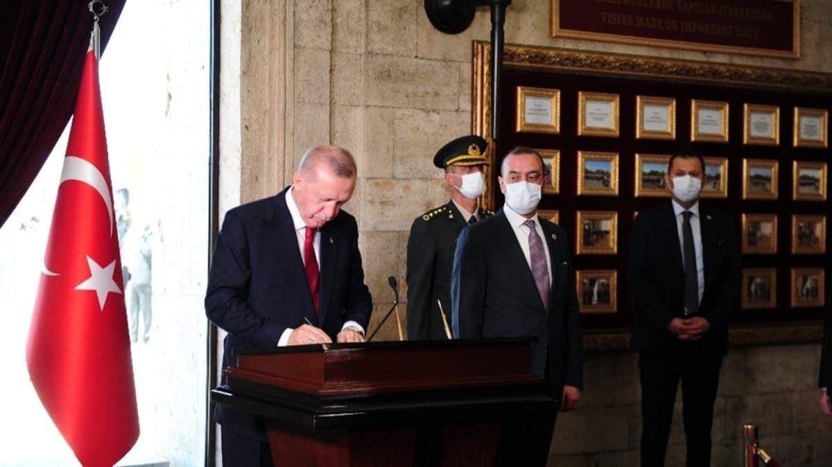 Başkan Erdoğan YAŞ üyeleriyle Anıtkabir'i ziyaret etti: Türkiye Cumhuriyeti'ni 2023 hedeflerine ulaştırmak için çalışmaya devam ediyoruz