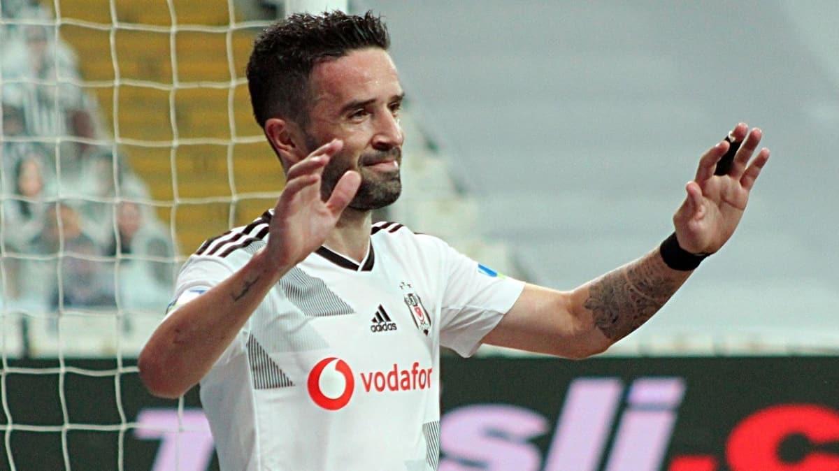 Fenerbahçe, eski futbolcusu Gökhan Gönül ile anlaşma sağladı