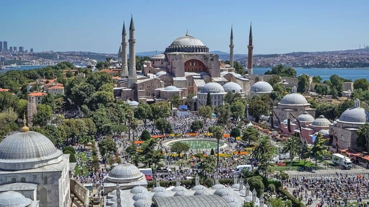 Yunanistan'da Ayasofya-i Kebir Cami-i Şerifi yası: Matem çanları çalındı, bayraklar yarıya indi