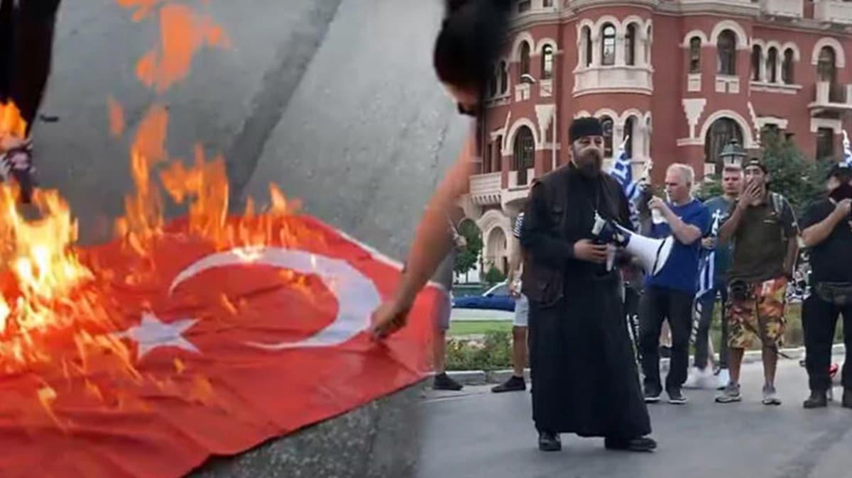 Yunanistan'ın Ayasofya hazımsızlığı ile Türk bayrağı yakmasına Türkiye'den sert tepki