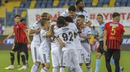 Beşiktaş, 3 puanı 3 golle aldı, Süper Ligi 3'üncü bitirdi