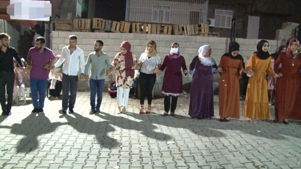 Diyarbakır'da yapılan korsan düğünler sağlığı da işletmecileri de zarara uğratıyor