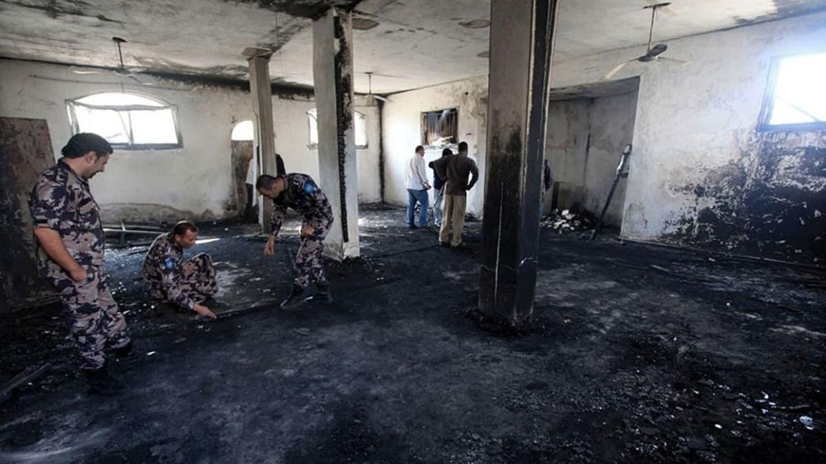 Yahudi işgalciler Batı Şeria'da bir camiyi ateşe verdiler