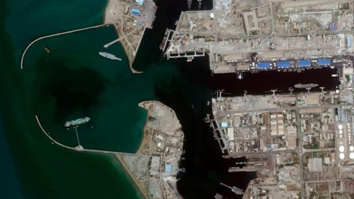İran Hürmüz Boğazı'na 200 metrelik sahte uçak gemisi yerleştirdi