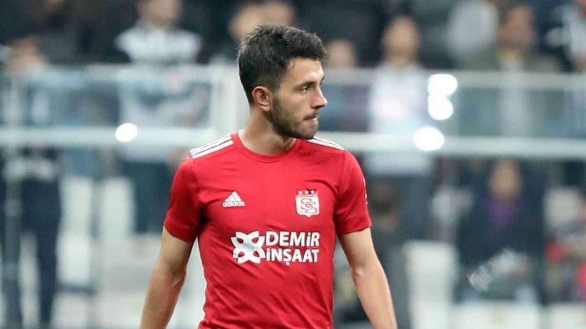 Sivasspor'dan ayrılan Emre Kılınç, Galatasaray ile 4 yıllık sözleşme imzaladı