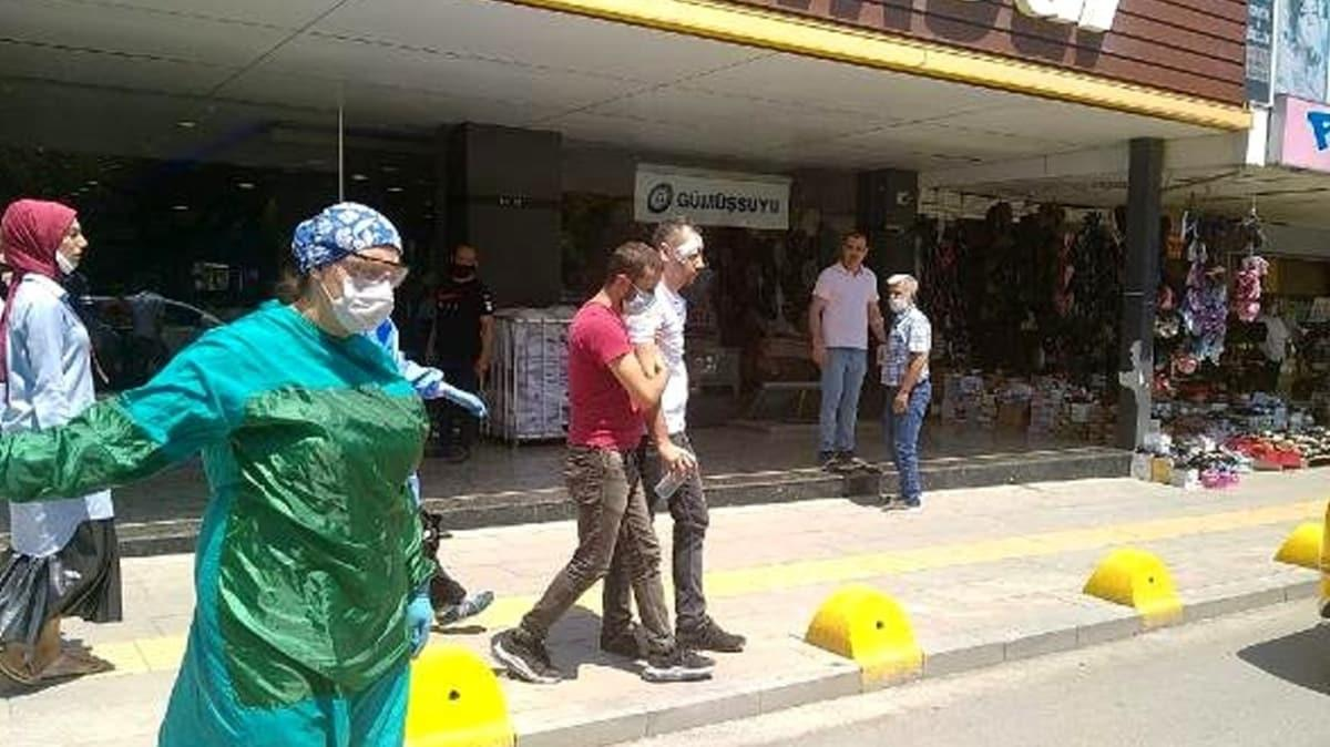 Maske takmasını isteyen mağaza müdürünü askı demiri ile dövdü