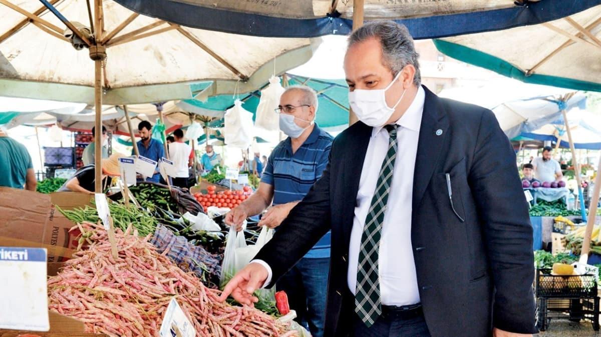 Toplum Bilimleri Kurulu üyesi Prof. Dr. Mustafa Necmi pazarda alışveriş yaparak vatandaşları uyardı! 'Çiğ gıdada bulaş yok ama risk var'