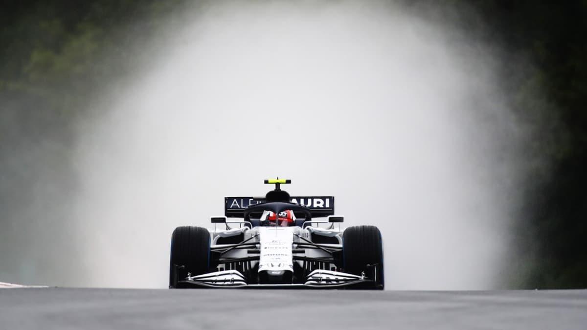 Formula 1'in en şık takımı olarak değerlendirilen AlphaTauri 'Kapıları Aç'tı