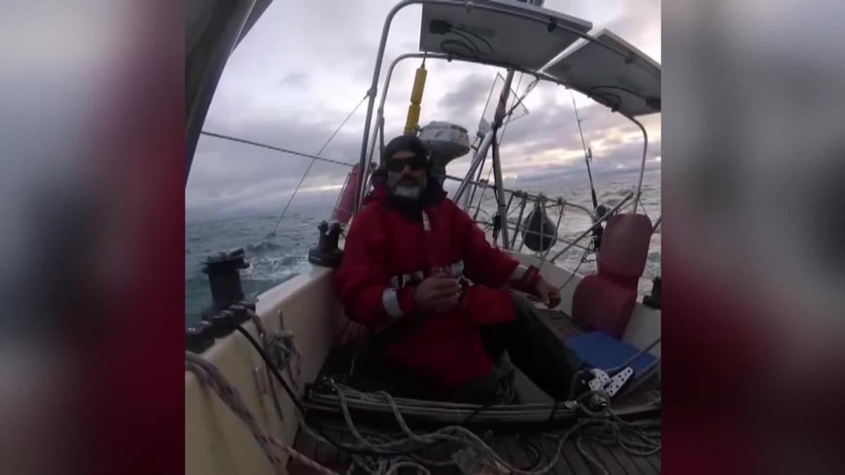 Salgın sebebiyle sınırlar kapanınca tekneyle 82 günde Portekiz'den Arjantin'e gitti