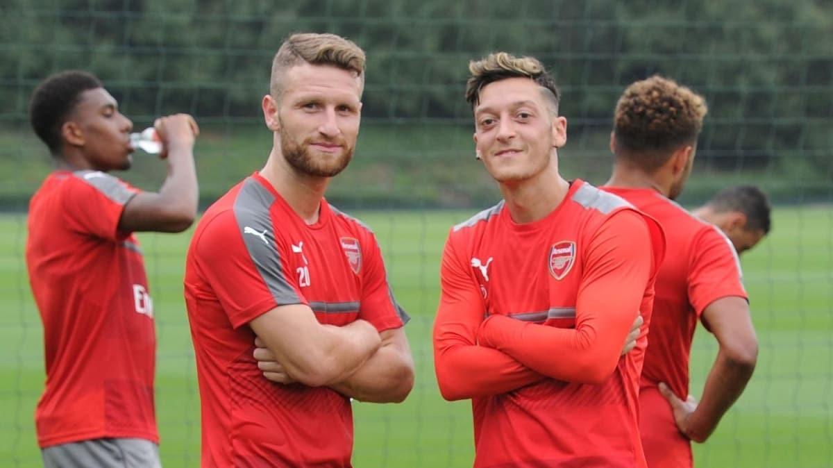 Arsenal'da Mustafi ameliyat edildi