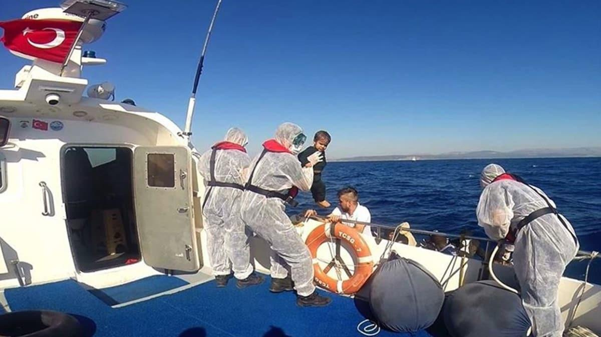 Yunan Sahil Güvenliği telefonlarını ve paralarını aldığı sığınmacıları Türk karasularına itti