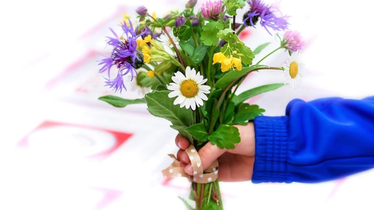 Ülkelere göre yanlış davranış biçimleri! Bazı ülkelerde çift sayıda çiçek vermek cenaze anlamına geliyor!