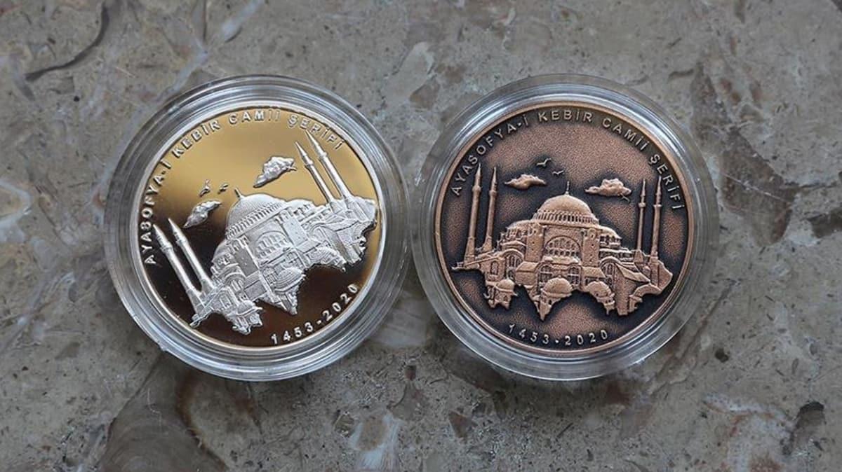 Ayasofya-i Kebir Cami-i Şerifi gümüş üzeri altın kaplama hatıra paraları online satışa sunulacak