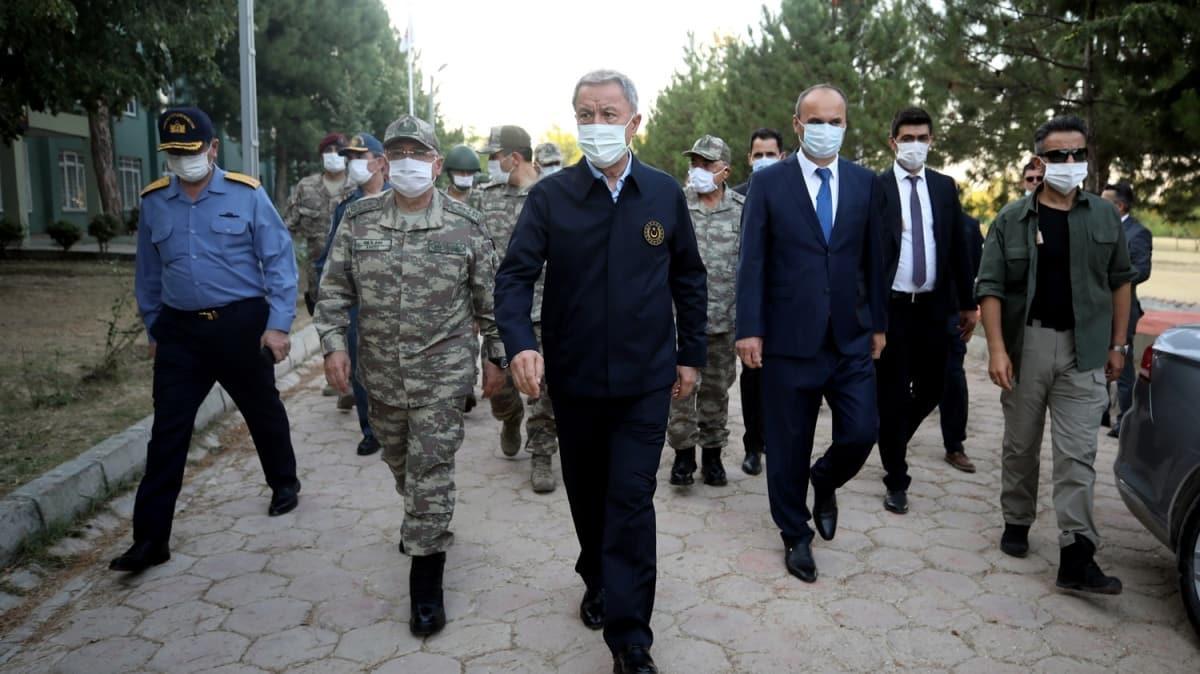 Bakan Akar ve TSK Komuta Kademesi Yunanistan ve Bulgaristan sınırında