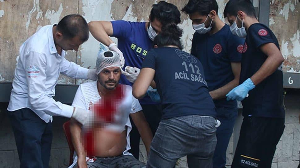 Taksim'de değnekçi terörü! Para vermeyi reddeden sürücüyü bıçakladı