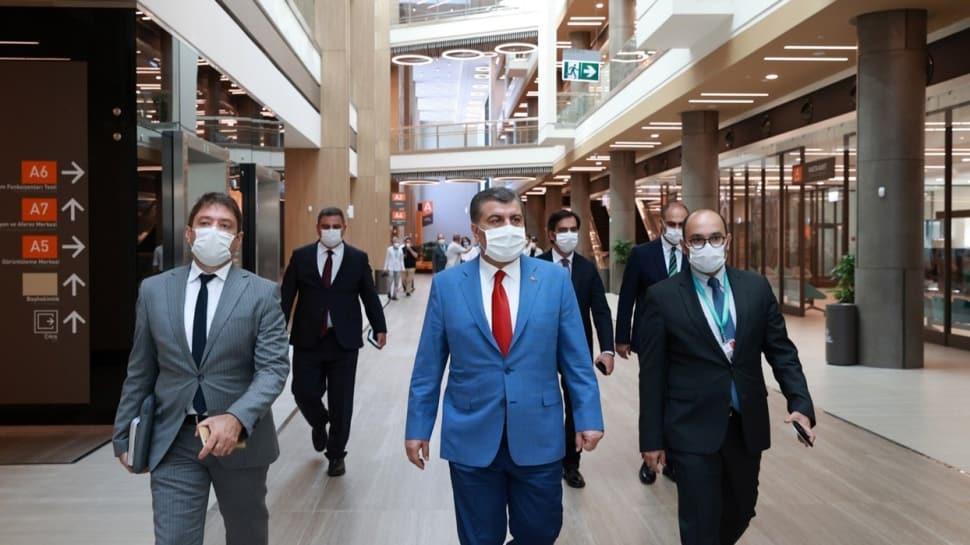 Bakan Koca, Başakşehir Çam ve Sakura Şehir Hastanesini ziyaret etti