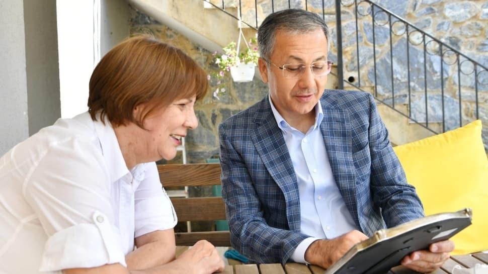 İstanbul Valisi Ali Yerlikya, ilkokul öğretmenini bayram sebebiyle ziyaret etti