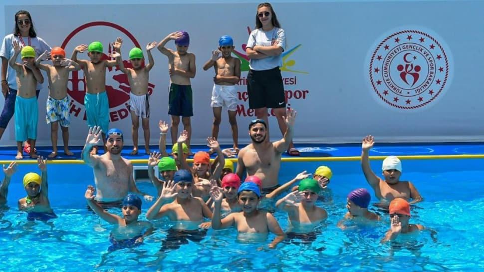 Gençlik ve Spor Bakanlığı, 100 adet portatif yüzme havuzu yapım çalışmalarını başlattı