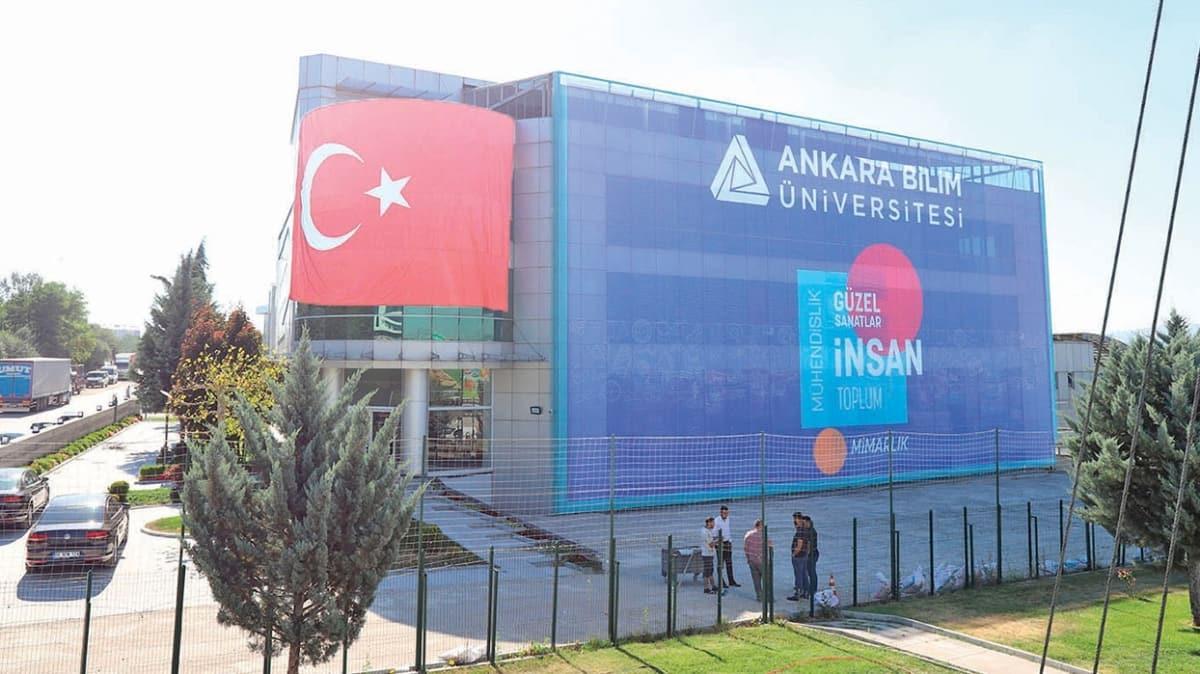 Türkiye'nin en genç üniversitesi kaşiflerini arıyor
