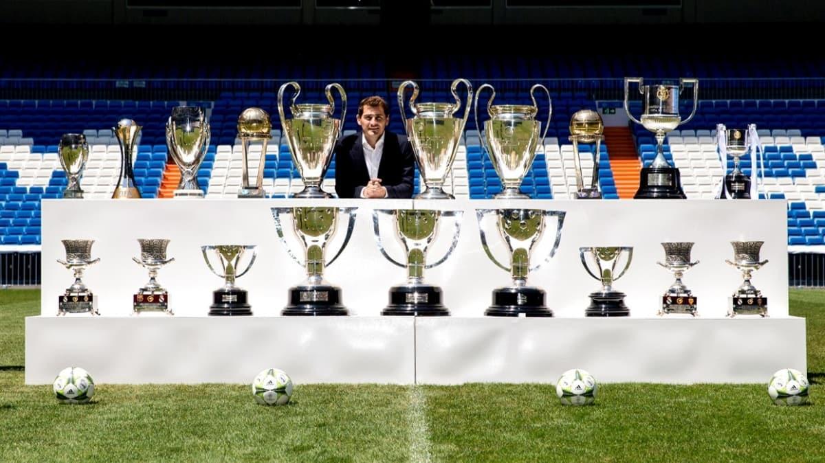 39 yaşındaki Iker Casillas, futbolu bıraktığını açıkladı