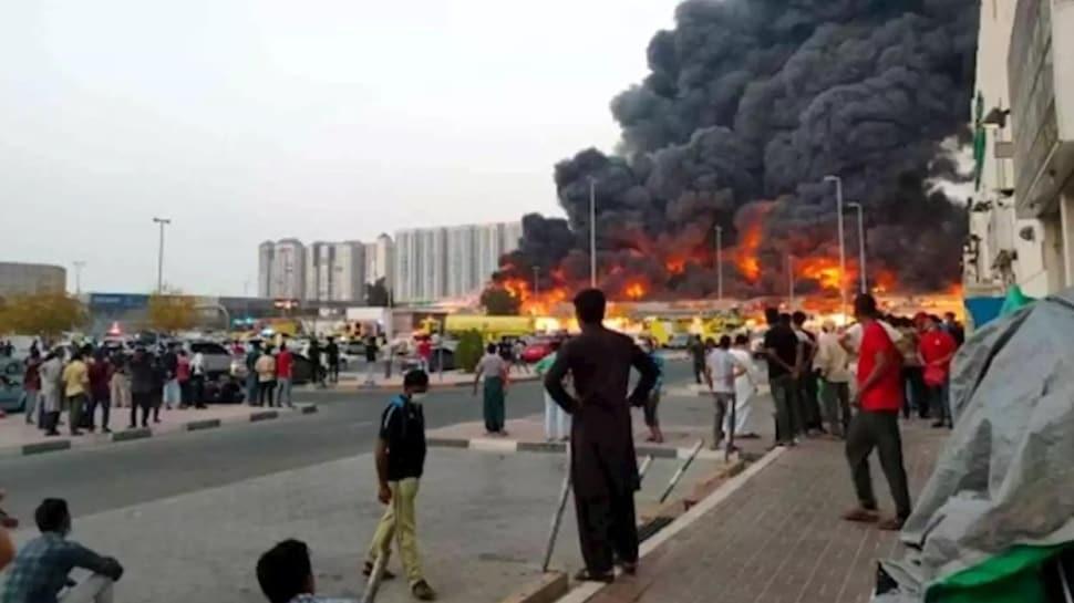 BAE'nin Acman kentinde bulunan bir AVM'de yangın çıktı!