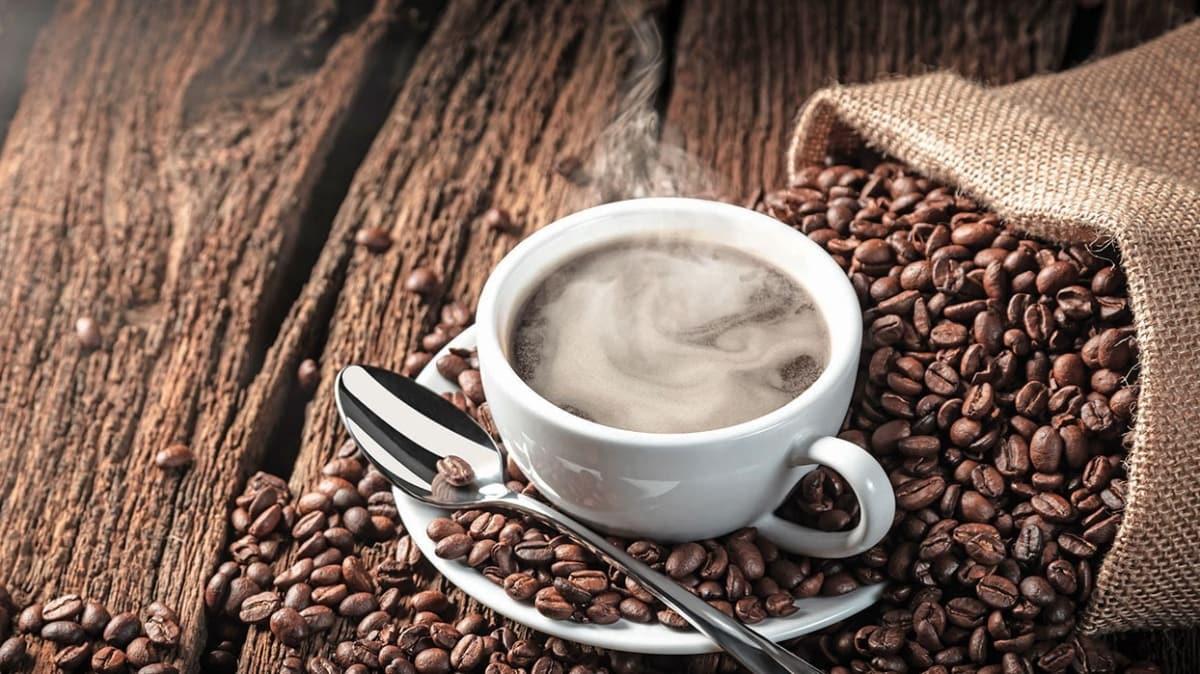 Günde üç fincandan fazla içmeyin! Kahvenin azı karar fazlası zarar