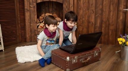 Çocuğu ekrandan uzaklaştıramıyorsanız bu hastalıklara hazır olun!Çocuklarda göz problemleri