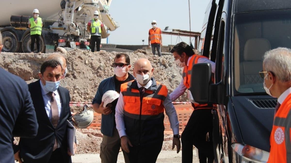 Bakan Karaismailoğlu Honaz Tünelinde incelemelerde bulundu