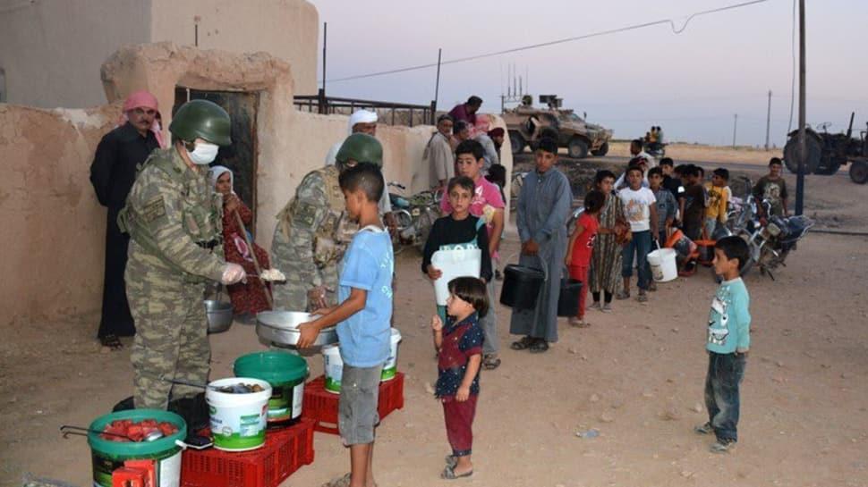 MSB paylaştı: Mehmetçik, yemeğini Suriyeli kardeşlerimizle paylaşmaya devam ediyor
