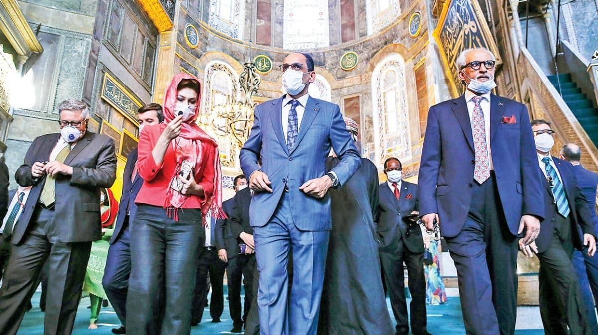 30 ülkenin büyükelçileri ziyaret etti! 'Ayasofya'nın zarar görmediğini gözleriyle gördüler'