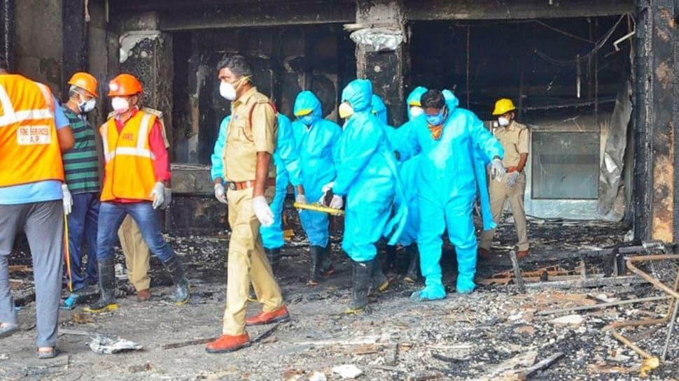 Hindistan'da korona otelinde yangın: 11 ölü