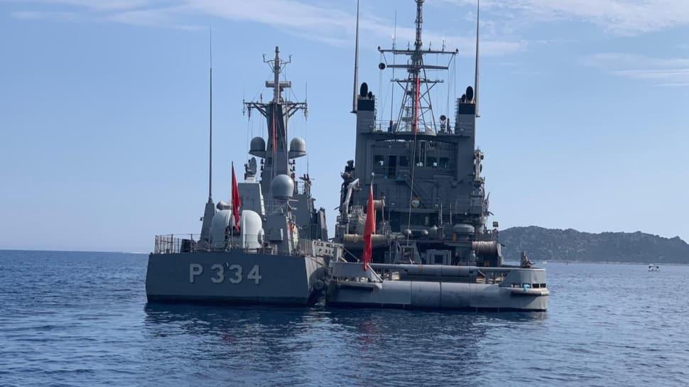 Türk ve Yunan fırkateynlerinin Meis Adası önünde bekleyişi sürüyor