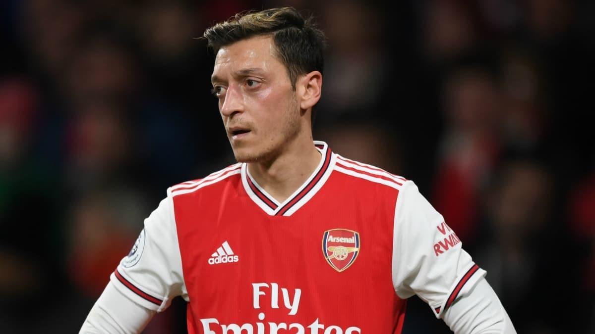 Arsenal Mesut Özil'i Galatasaray'a önerdi