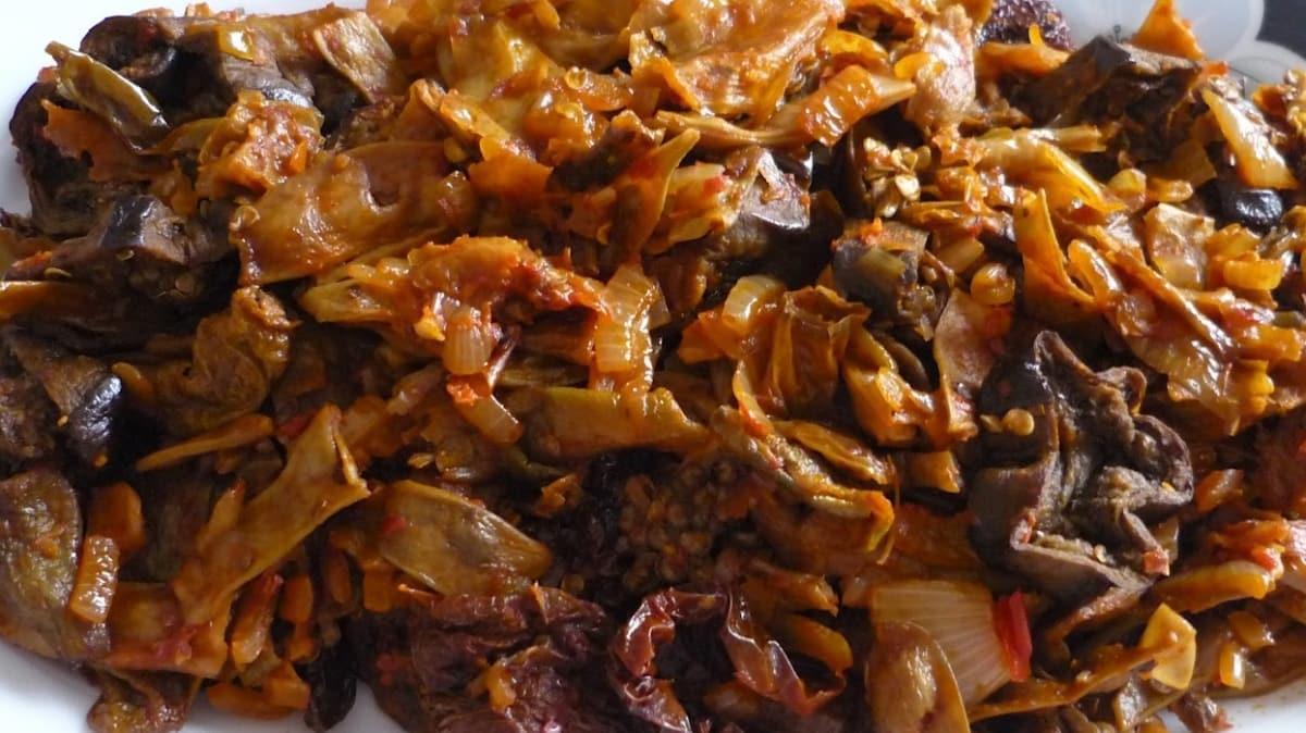 """'Bugün ne yemek yapsam""""' diyenler için Tokat'ın meşhur kuru patlıcan yemeği tarifi"""