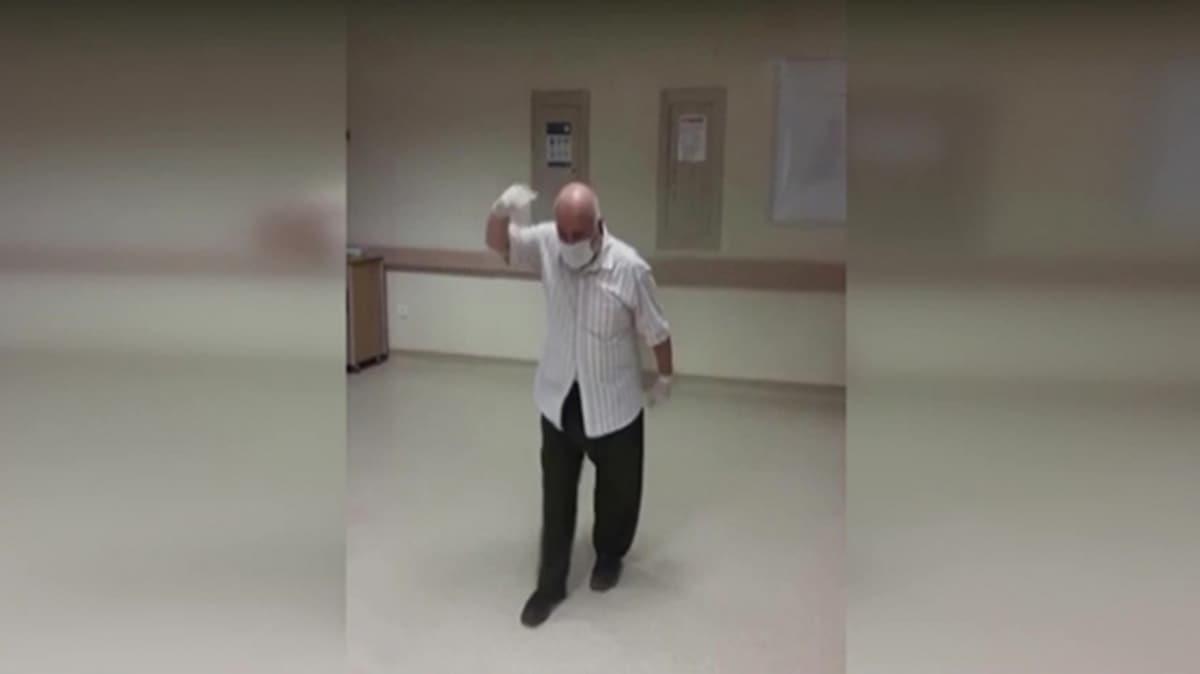 Koronavirüsü yenen 75 yaşındaki hasta oynayarak taburcu oldu
