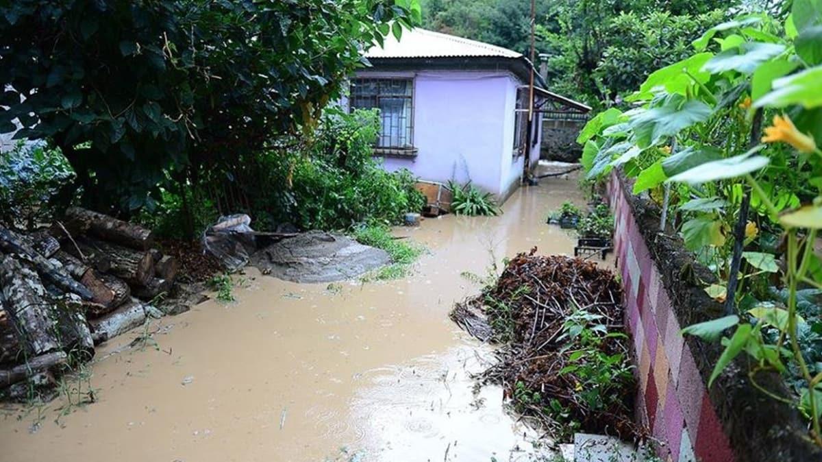 Giresun'da sağanak yağış nedeniyle dereler taştı