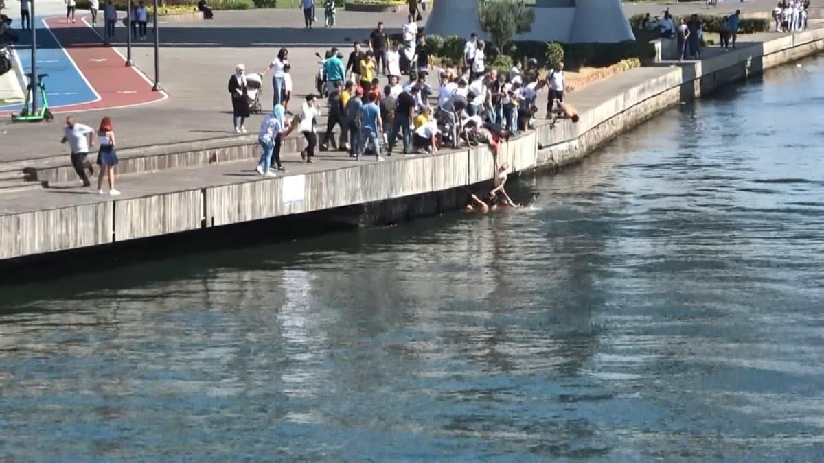 Haliç'te fotoğraf çekerken denize düşen kişiyi çevredekiler kurtardı