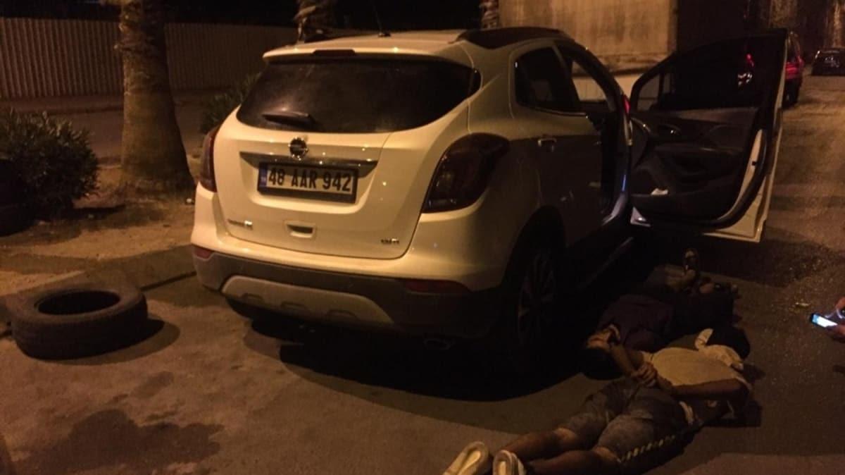 Marmaris'te lüks aracı çalan hırsızlar Antalya'da yakalandı