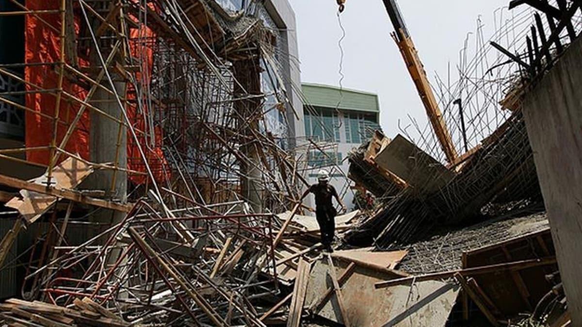 Hindistan'ın Mumbai kentinde bina çöktü... En az 90 kişi enkaz altında!