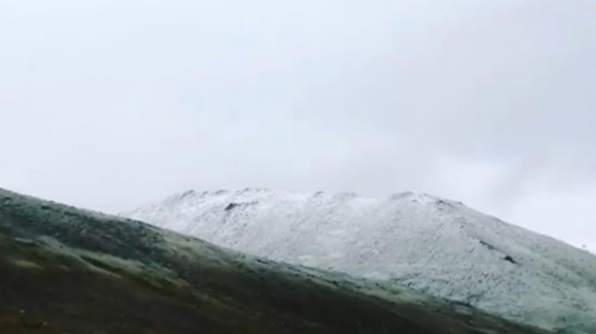 Şaşkına çeviren olay... Ovit dağına ağustos ayında kar yağdı!