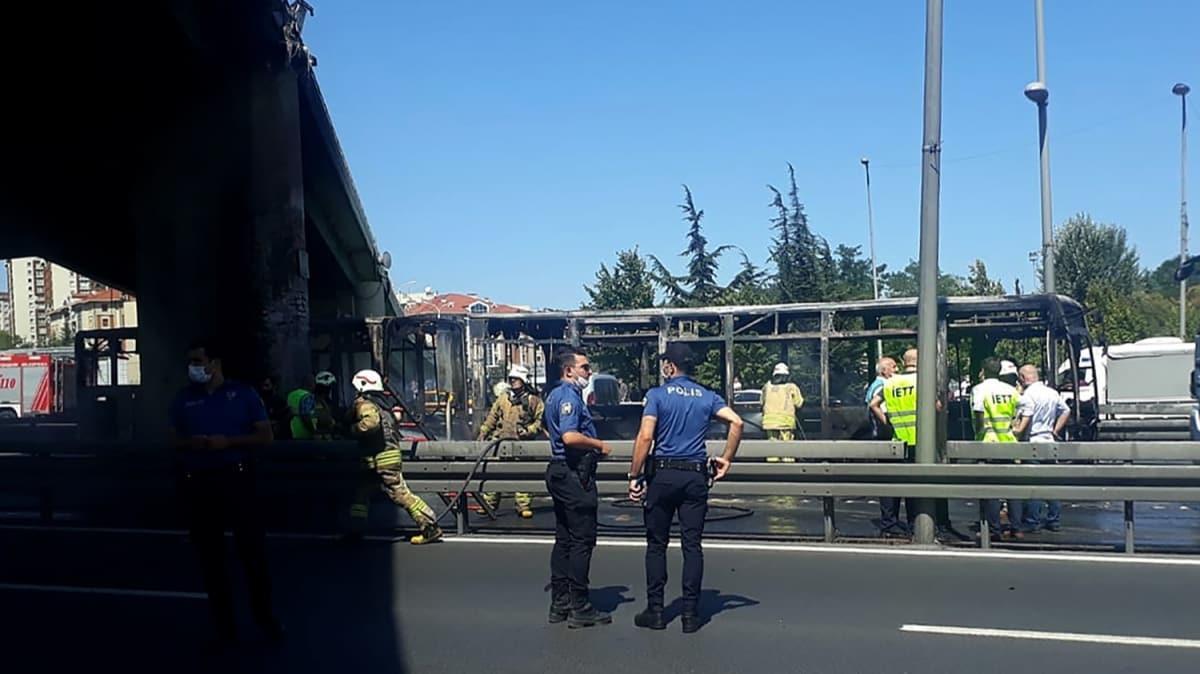Zeytinburnu'nda metrobüs alev alev yandı