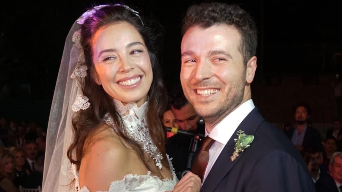 Azra Akın ile Atakan Koru evliliklerinde 3 yılı devirdi: Seninle her şeye varım ben...