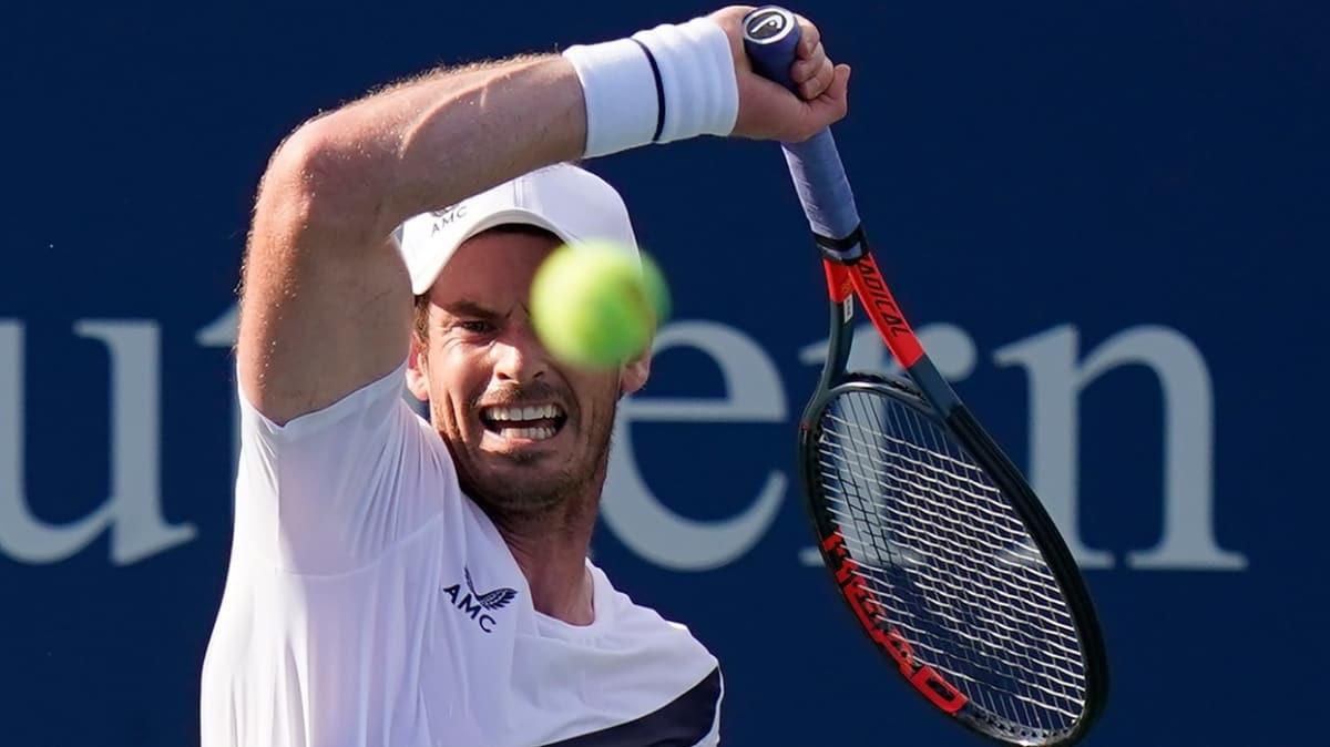 10 ay sonra kortlara dönen Andy Murray, dünya 7 numarası Zverev'i eledi